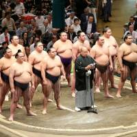 Wrestlers stand in the ring during the first day of the Autumn Basho on Sunday. | NIKKAN SPORTS