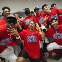 Indians rout Tigers to clinch third straight AL Central title