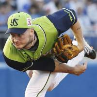 David Buchanan pitches against the BayStars during a game earlier this season. | KYODO