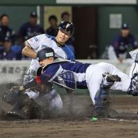 Takayuki Kato allows two hits as Fighters shut out Pacific League-leading Lions