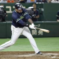 Clutch performances by Wladimir Balentien and Yasuhiro Ogawa give Tokyo Yakult Swallows a big win