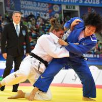 Shori Hamada (right) competes against Guusje Steenhuis during the women's 78-kg final at the judo world championships on Tuesday in Baku. | AFP-JIJI