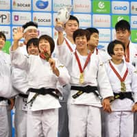 Japan beats France to retain mixed team title on final day of worlds