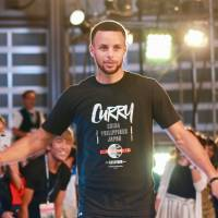 Steph Curry sweeps into Tokyo on tour of Asia