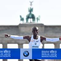 Eliud Kipchoge shatters marathon world record in Berlin