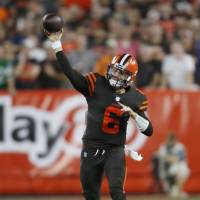 Baker Mayfield outduels Sam Darnold as Browns nab first win since 2016