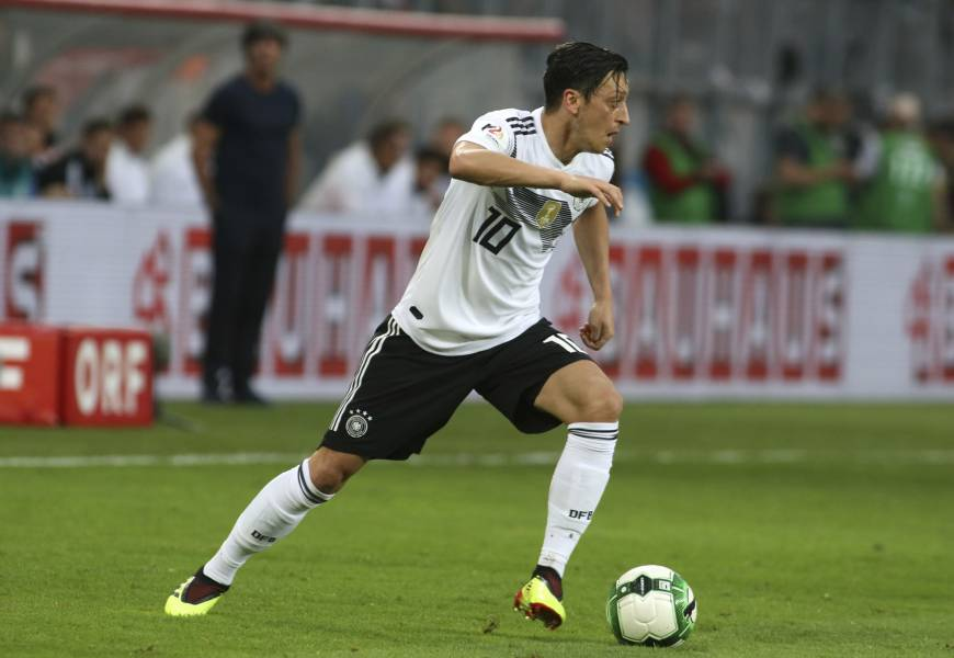 Mesut Ozil's absence casts shadow over German national squad