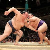 Kisenosato keeps comeback on track with impressive Day 2 win