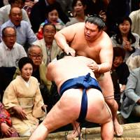 Mitakeumi is pushed out of the ring by Ikioi on the eighth day of the Autumn Basho on Sunday afternoon at Ryogoku Kokugikan. | NIKKAN SPORTS