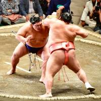 Rikishi like sekiwake Mitakeumi (left) are known by their last name. But all wrestlers also have a first name. Mitakeumi's is Hisashi. | NIKKAN SPORTS