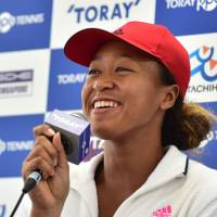 Naomi Osaka connects with Japanese roots by watching sumo