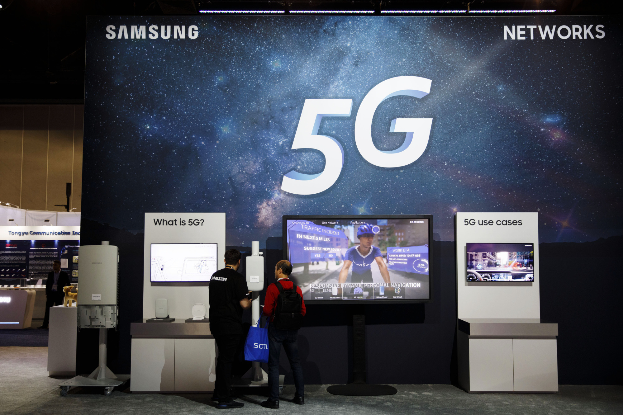 Samsung Electronics Co. touts fifth-generation mobile communications at the Mobile World Congress Americas event in Los Angeles in September. Sources say NEC Corp. will tie up with the South Korean firm on developing 5G solutions.   BLOOMBERG