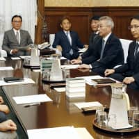 Members of the Lower House Steering Committee meet Wednesday to discuss the schedule for an extraordinary Diet session. | KYODO