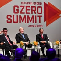 Foreign Minister Taro Kono (second from left), former Australian Prime Minister Kevin Rudd (center), Vietnam Vice Minister Pham Quang Vinh (second from right) and Keiko Honda, CEO of the Multilateral Investment Guarantee Agency of the World Bank Group, at a panel discussion moderated by the Eurasia Group's Ian Bremmer for the G-Zero Summit in Tokyo on Wednesday. | YOSHIAKI MIURA