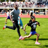 U.S. Olympian coaches Narita kids as city prepares to host American track team training camp for Tokyo 2020