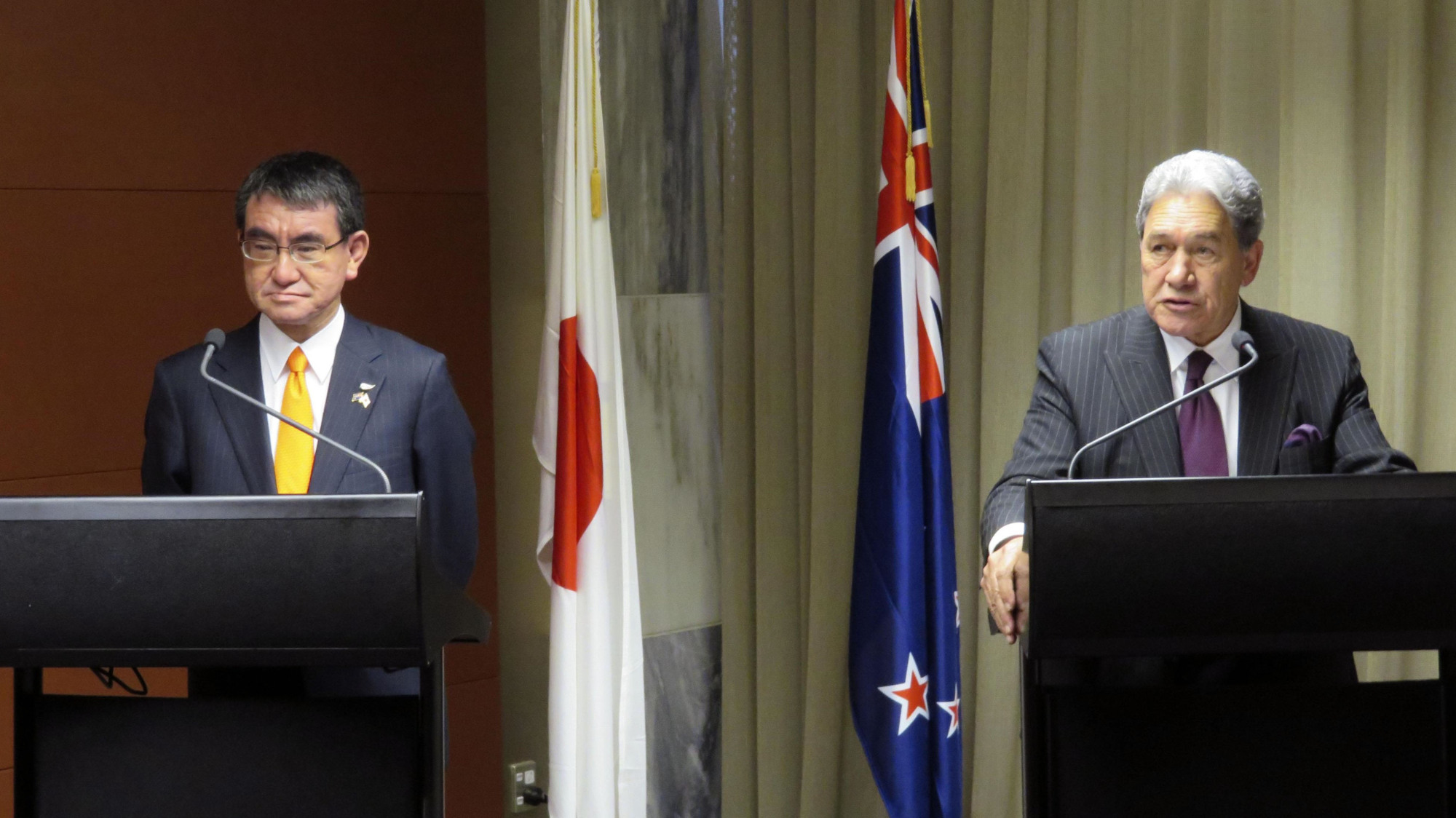 Foreign Minister Taro Kono and his New Zealand counterpart, Winston Peters, hold a joint news conference in Wellington on Monday. | KYODO