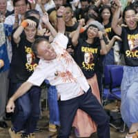 Denny Tamaki performs a traditional Okinawan dance with his supporters after media outlets announced his victory in the Okinawa gubernatorial race on Sunday. | KYODO