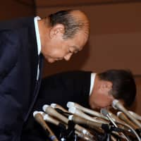 Showa University President Ryohei Koide (left) and Dean of the School of Medicine Yoshio Ogawa attend a news conference at Showa University in Shinagawa Ward, Tokyo, on Monday over improper admissions practices at its medical school. | SATOKO KAWASAKI.