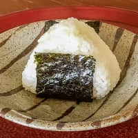 New-harvest rice at its best: A shio musubi (salted rice ball) made with shinmai rice. | MAKIKO ITOH
