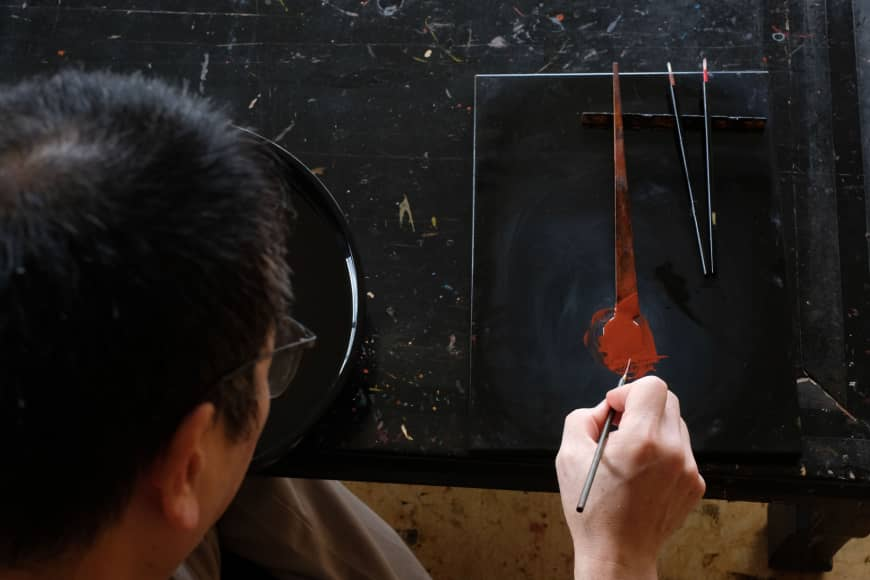 Katsuhiko Hayashi demonstrates maki-e (painting the surface of an item with intricate patterns).