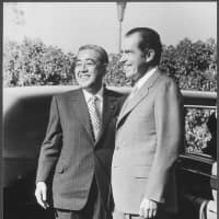 Like Prime Minister Shinzo Abe, Prime Minister Eisaku Sato emphasized bilateral summits with U.S. presidents. His meetings with Richard Nixon were key to achieving his goal of Okinawa's reversion. The two leaders are shown here on May 1, 1972. | U.S. NATIONAL ARCHIVES