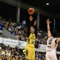 Sunrockers guard Morihisa Yamauchi shoots a jumper in the second quarter of Sunday's game against the B-Corsairs at Aoyama Gakuin University Memorial Hall. | KYODO