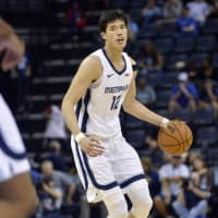 Memphis Grizzlies rookie Yuta Watanabe controls the ball in the second half of a preseason game against the Atlanta Hawks on Friday. | AP / VIA KYODO
