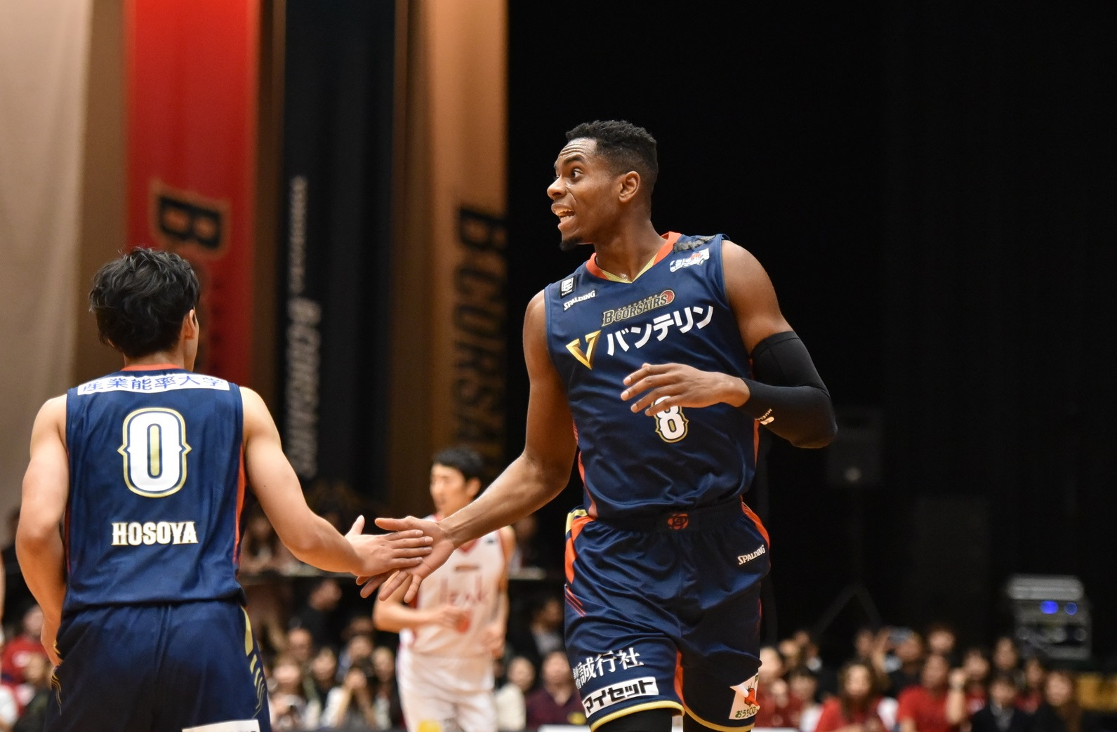 B-Corsairs forward Amanze Egekeze, seen during Wednesday's game at Yokohama Cultural Gymnasium, is averaging 17.8 points and 7.3 rebounds per game. | B. LEAGUE