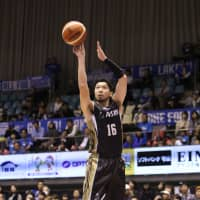 SeaHorses guard Keijuro Matsui shoots a jumper in the second quarter of Tuesday's game against the Lakestars in Otsu, Shiga Prefecture. | B. LEAGUE