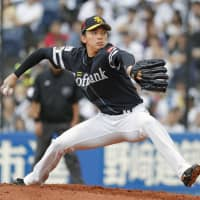 Higashihama helps Hawks finish season on a winning note