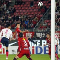 Antlers defende Itsuki Oda (second from left) heads in the game-winning goal against Cerezo on Wednesday at Kashima Stadium in Ibaraki Prefecture. | KYODO