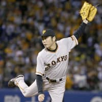 Giants reliever Koji Uehara pitches in the fifth inning on Saturday night. | KYODO