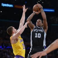 Spurs edge winless Lakers in overtime