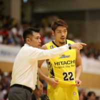 Tsutomu Isa (left), seen instructing Sunrockers Shibuya guard Tomoya Hasegawa during Wednesday's game against the Alvark Tokyo, was promoted to head coach on Friday. Isa replaces Geoffrey Katsuhisa. | B. LEAGUE