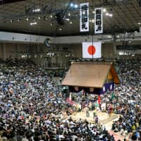 Fukuoka Kokusai Center, which normally struggles to sell tickets for the Kyushu Basho, recorded a sold-out crowd during the entire 15 days of the tournament last November for the first time in 21 years. | KYODO