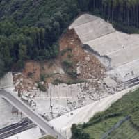 A portion of a roadside facade collapsed on the Nishikyushu Expressway in Imari, Saga Prefecture, on Monday afternoon after Typhoon Trami passed through the region earlier.  | KYODO