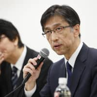 Hitachi Chemical Co. President and Chief Executive Officer Hisashi Maruyama announces faulty inspections of its auto parts, display materials and other products during a news conference in Tokyo on Friday. | KYODO