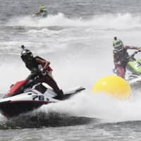 Japan's pleasure boat industry is beefing up its efforts to lure more young people through increased services such as jet ski rentals. | INASGOC / VIA KYODO