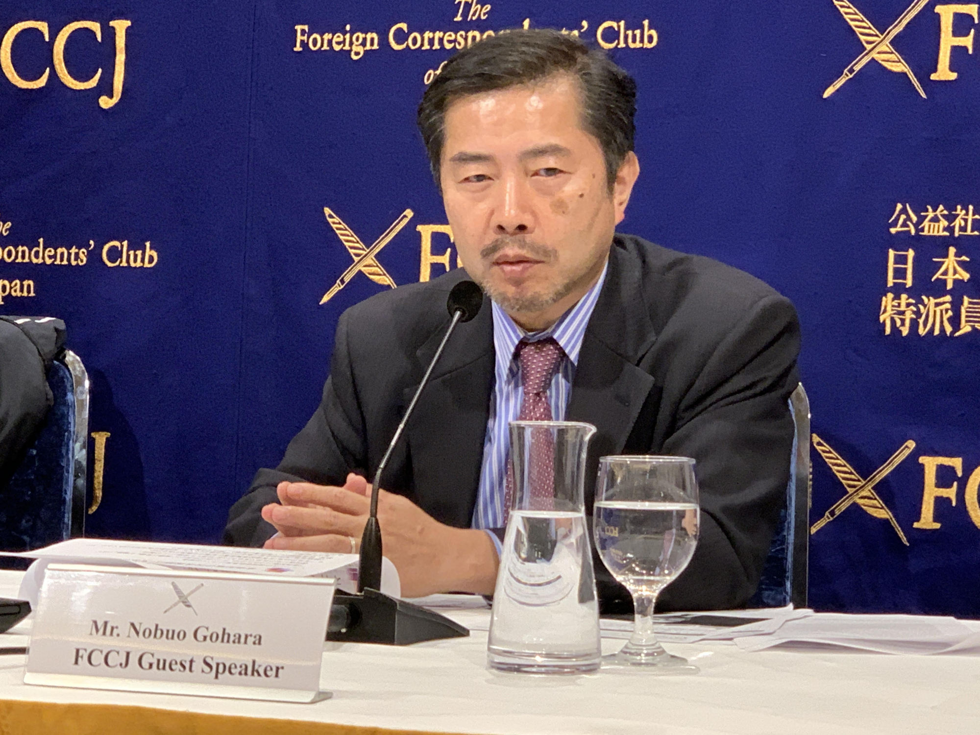 Nobuo Gohara, a lawyer and former prosecutor, discusses the plea bargaining system in relation to the recent arrest of ousted Nissan chief Carlos Ghosn during a news conference Monday at the Foreign Correspondents' Club of Japan in Tokyo. | MAGDALENA OSUMI