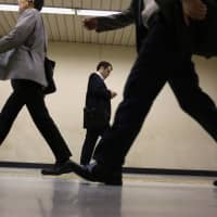 A recent survey shows Japanese prefer spending more time with their families and less time working compared with 30 years ago. | BLOOMBERG
