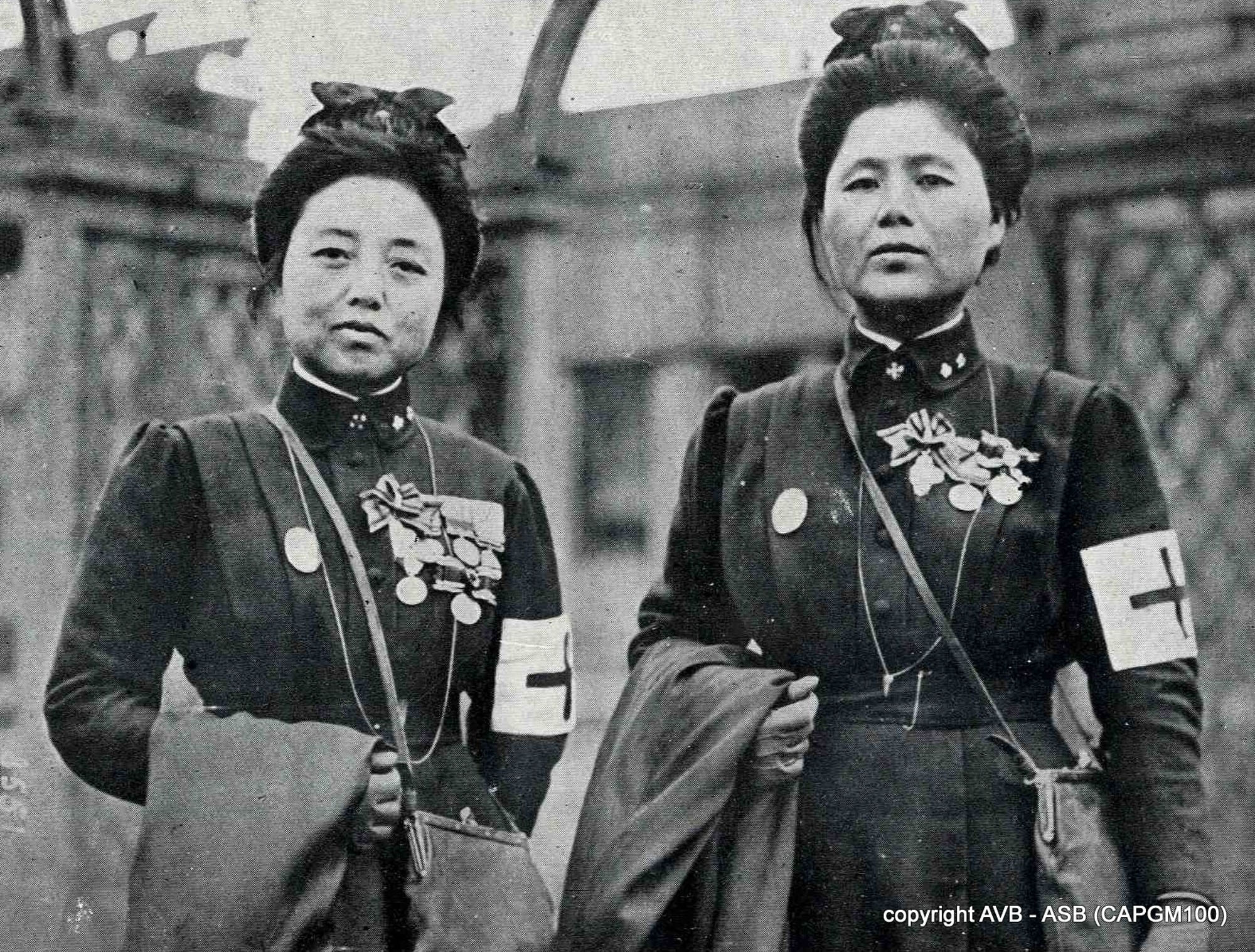 Nurses from the Japanese Red Cross Society pose for a photo in Paris in 1915.