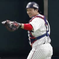 Hawks catcher Takuya Kai, seen during Samurai Japan's exhibition game against Taiwan on Wednesday in Fukuoka, will receive a Golden Glove award for the second straight season, it was announced on Thursday. | KYODO