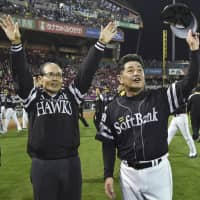 Hawks chairman Sadaharu Oh (left) and manager Kimiyasu Kudo wave to fans after the team's Japan Series-clinching win on Saturday. It was SoftBank's fourth national championship in the last five seasons.   KYODO