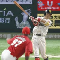 The Hawks' Kenji Akashi belts a game-tying solo homer in the seventh inning. | KYODO