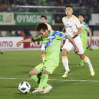 Bellmare's Keiji Ogawa shoots the ball during Friday's game against the S-Pulse in Hiratsuka, Kanagawa, Prefecture. | KYODO