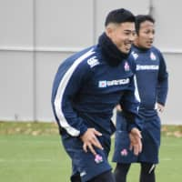Japan's Akihito Yamada participates in a team workout on Thursday in London. | KYODO
