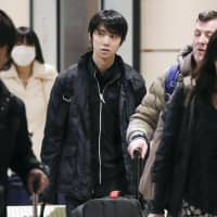 Two-time Olympic champion Yuzuru Hanyu and coach Brian Orser (right) arrive in Moscow on Wednesday for the Cup of Russia. | KYODO