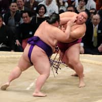 Takakeisho handed first loss