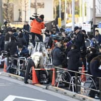 Reporters on Friday fill the sidewalk in front of the Tokyo Detention House in Katsushika Ward, where Carlos Ghosn is being held. | KYODO