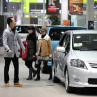 The government says it will cut taxes on car ownership to coincide with the Oct. 1 consumption tax hike. Car owners will save between ¥1,000 to ¥4,500 a year, with the deepest cuts for those with small cars. | BLOOMBERG